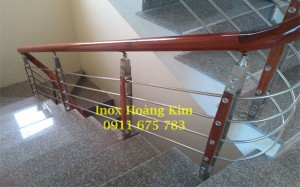 Cầu thang inox tay vịn gỗ mẫu 26