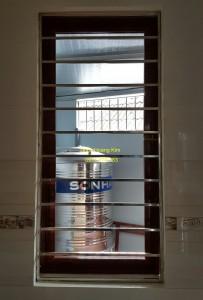 Sen hoa cửa sổ inox mẫu 10