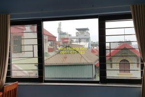 Sen hoa cửa sổ inox mẫu 1