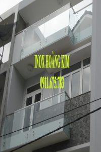 Ban công kính inox mẫu 5
