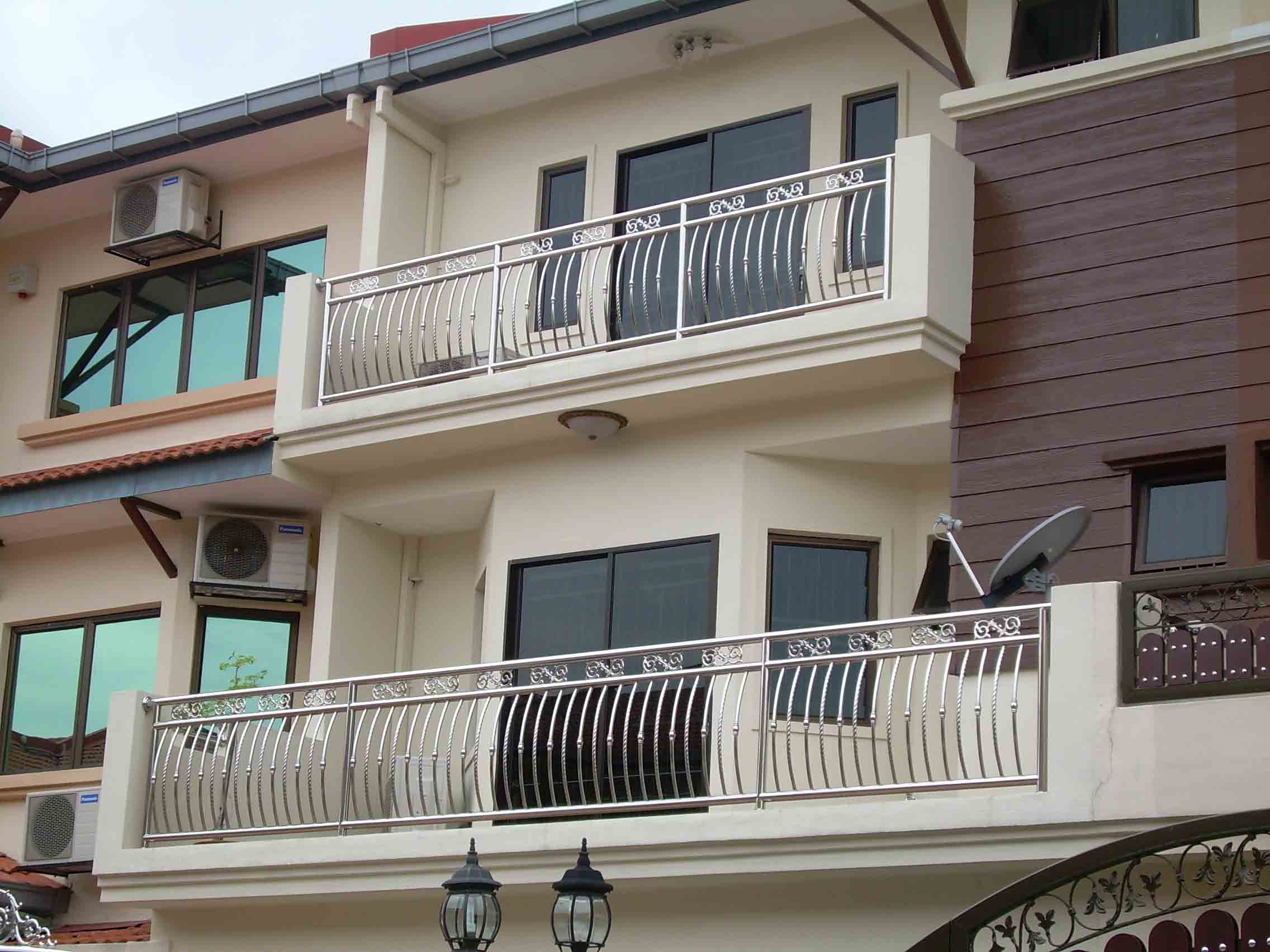 S d ng inox 304 l m c a lan can c u i m g for Balcony designs pictures sri lanka