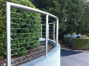 Một số lưu ý khi áp dụng hàng rào bằng inox