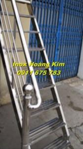 Cầu thang inox mẫu 18