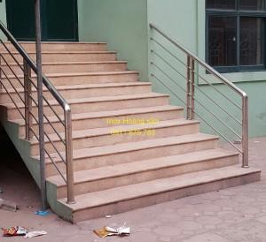 Cầu thang inox mẫu 35