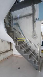 Cầu thang inox mẫu 49